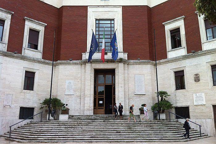 Pescara, portierato del Comune: proroga per i 4 dipendenti
