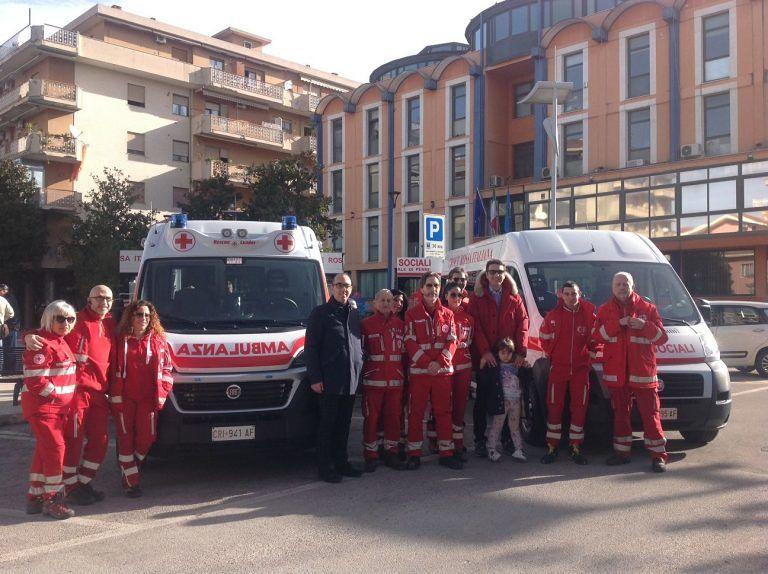 Montesilvano, 1 ambulanza e 1 pullmino per disabili in dotazione alla Croce Rossa