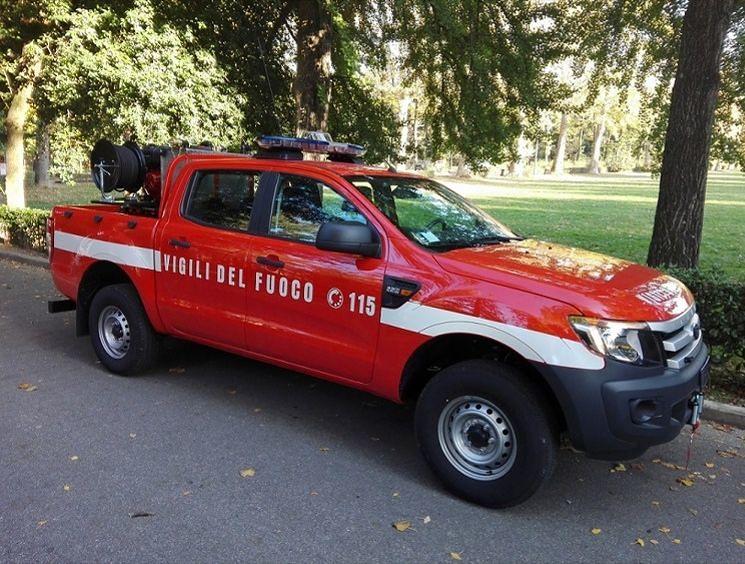 Roseto, per i vigili del fuoco un fuoristrada attrezzato per gli incendi boschivi