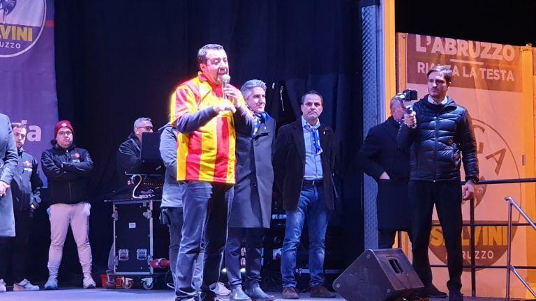 Salvini con la maglia del Giulianova. Bartolini ribadisce: 'non avrei mai dato la nostra maglia'