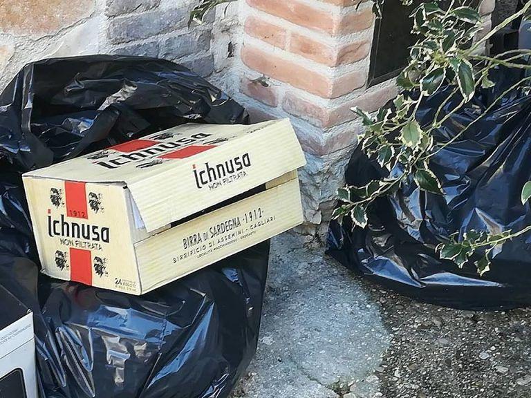 Isola, proteste per la raccolta dei rifiuti a San Pietro