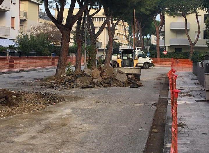 Tortoreto, asfalto e radici sporgenti: partiti i lavori in via Moro