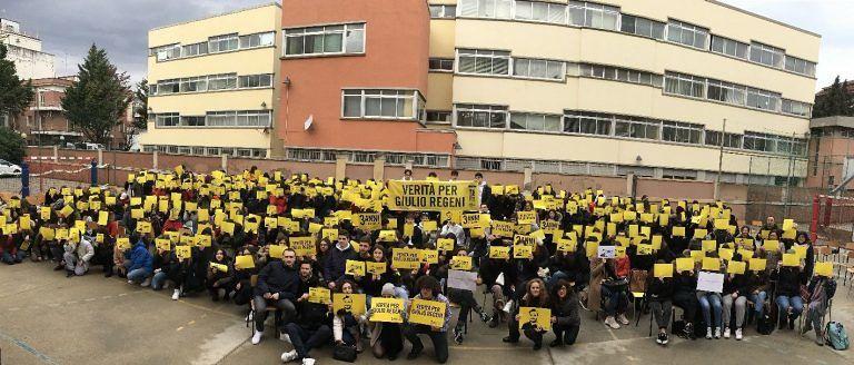 Pescara, flash mob del liceo Classico per Giulio Regeni
