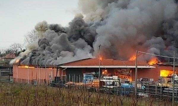 Martinsicuro, incendio Tommolini: ok i rapporti ambientali. Il sindaco revoca l'ordinanza