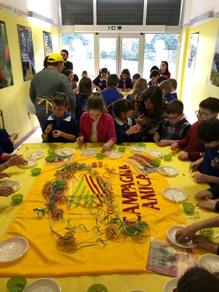 Teramo, il mercato di Campagna amica ospita i bambini in vista del carnevale FOTO