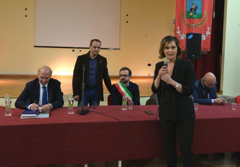 """Il Ministro Marco Bussetti a Nereto: """"lo studente deve tornare al centro di tutto"""" FOTO VIDEO"""