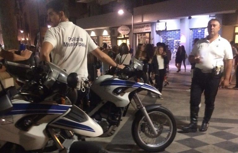 Movida Pescara, 2 denunce nel primo sabato post-lockdown: multe a chi senza mascherina