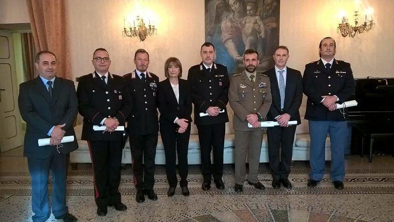 Teramo, il Prefetto consegna onorificenze ad alcuni esponenti delle forze dell'ordine FOTO