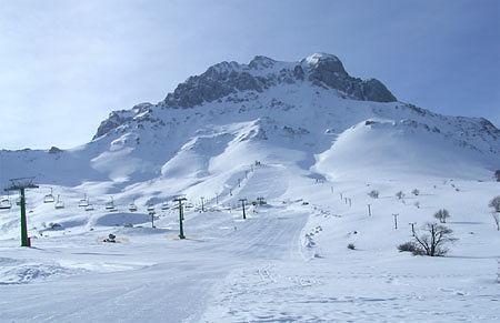 Prati di Tivo, valanga di neve dal Corno Piccolo: frenata dai sistemi di sicurezza