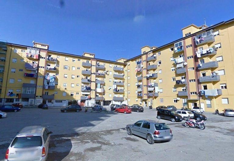 Pescara, spaccia dai domiciliari e manda un cliente in ospedale: arrestato in via Tavo