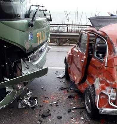 San Vito Chietino, scontro bus-auto sulla SS16: un morto