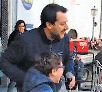 """Sant'Egidio, Armando: il bambino """"sovranista"""" sul palco con Salvini"""