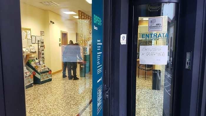 San Vito Chietino, rapina alla banca Bper prima della chiusura: malviventi fuggono con il bottino