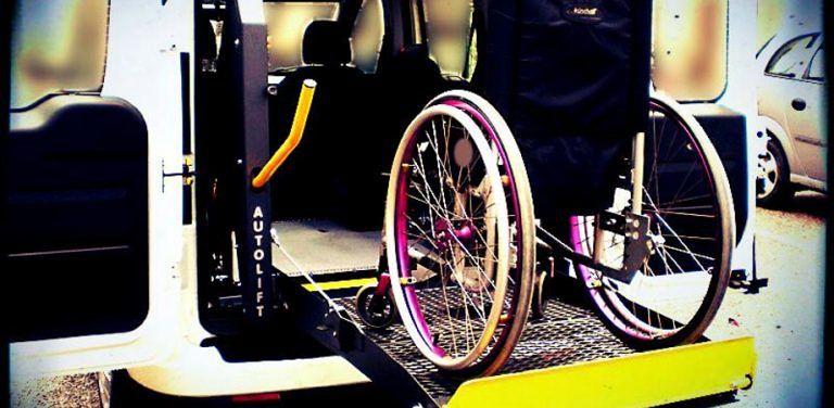 Pescara, taxi sociale fermo: 30 disabili senza trasporto