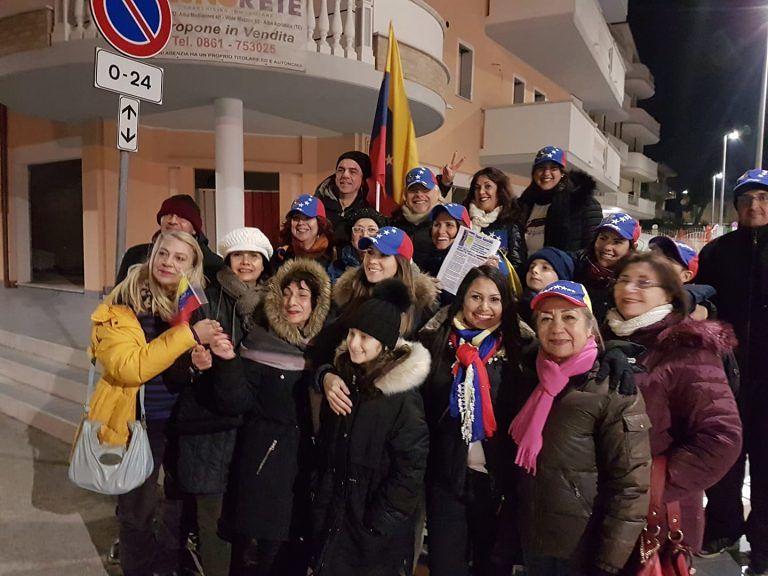 Alba Adriatica, associazione italo-venezuelana nella sede del M5S. Letto un documento VIDEO