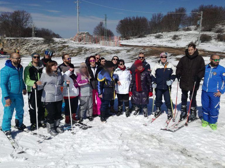 Valle Castellana, giornata sugli sci per i ragazzi dei centri diurni