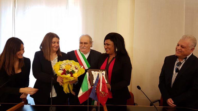 Giulianova, visita istituzionale della ginecologa senegalase Rose Wardini in Comune FOTO