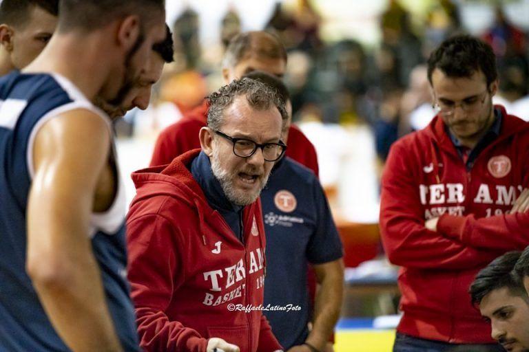 Basket, l'Adriatica Press Teramo perde nel derby con il Giulianova