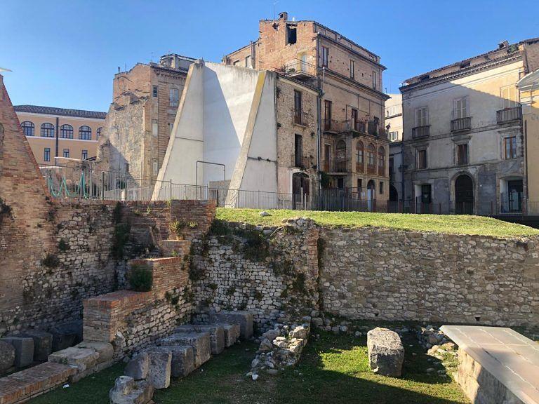 """Teramo, recupero teatro romano: """"Forse vicina demolizione casa Salvoni e palazzo Adamoli"""""""