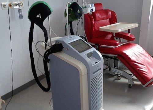 L'Aquila, presentato il macchinario per chemioterapia che impedisce caduta dei capelli