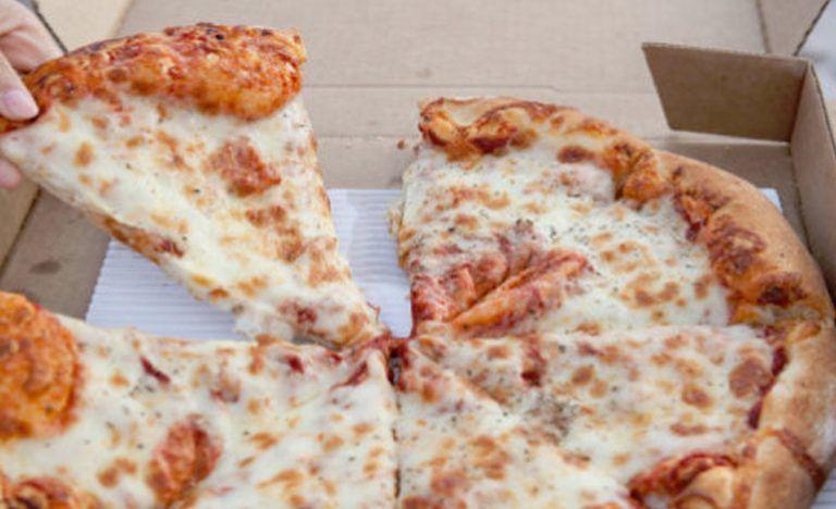 Roseto, famiglia olandese dona 100 pizze ai più bisognosi