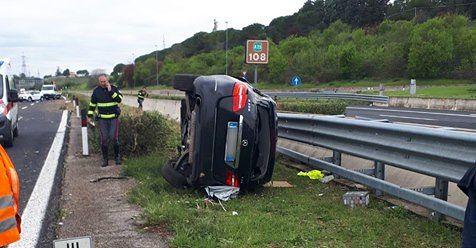 A25, incidente a Villanova: auto si ribalta. Muore un medico
