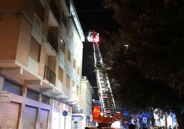 Giulianova, cade intonaco dal balcone su Corso Sauro