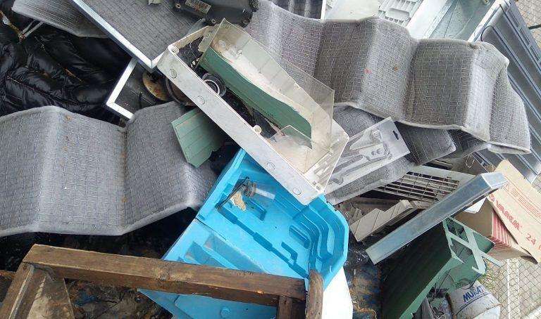 Montesilvano, rifiuti pericolosi abbandonati in via Rimini