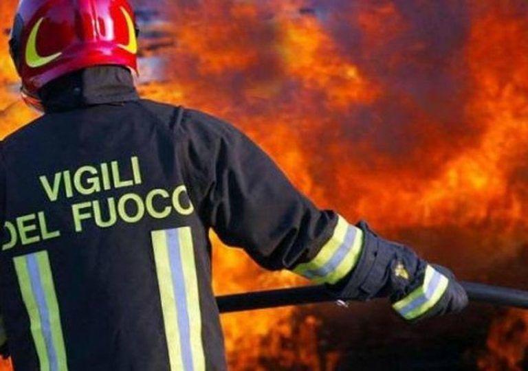 Sambuceto, auto a gpl in fiamme: Asse attrezzato in tilt