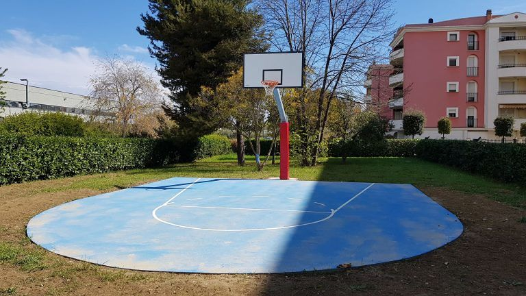 Pescara, pronto il campo da basket nel parco di via Fosso Foreste