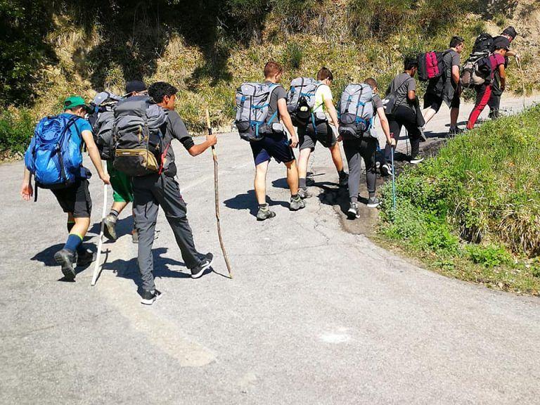 Giulianova, la gita scolastica 'diversa': 5 giorni di cammino verso San Gabriele FOTO