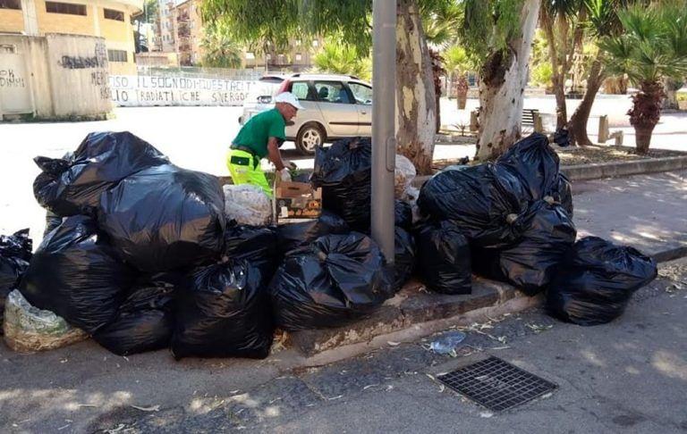 Teramo, cittadini e volontari puliscono il fosso della Cona