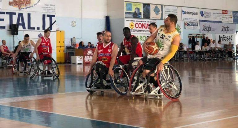 Basket in carrozzina, l'Amicacci chiude la regoular season con la vittoria su Varese