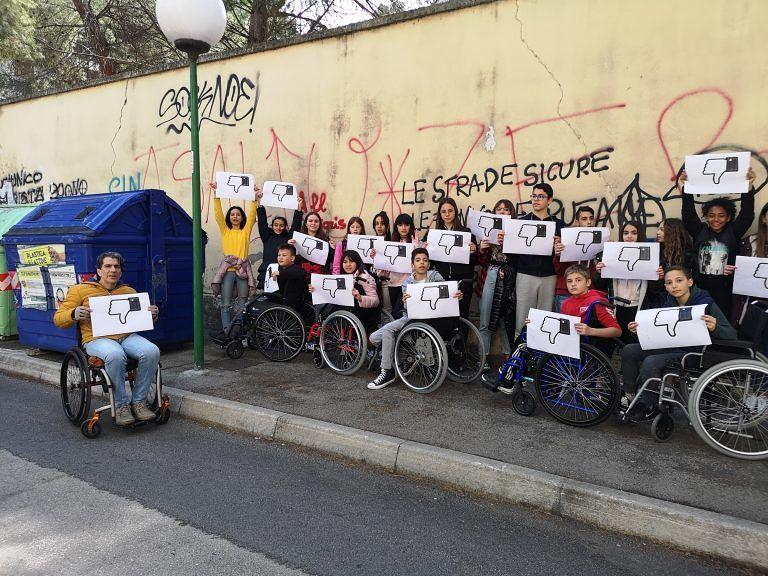 Pescara, barriere architettoniche: lezione empatica per gli alunni della Antonelli