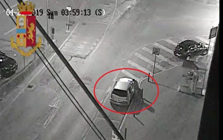 Pescara, prova a rubare un'auto ma è della polizia – IL VIDEO