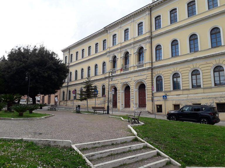 Giulianova, scuola De Amicis liberata dai ponteggi ma i problemi non sono stati risolti FOTO