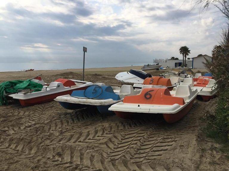 Alba Adriatica, imbarcazioni abbandonate sulla spiaggia: a breve la rimozione