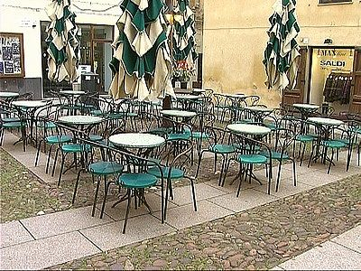 Tavoli e sedie per pizzerie e pasticcerie: la sentenza destinata a mutare le regole