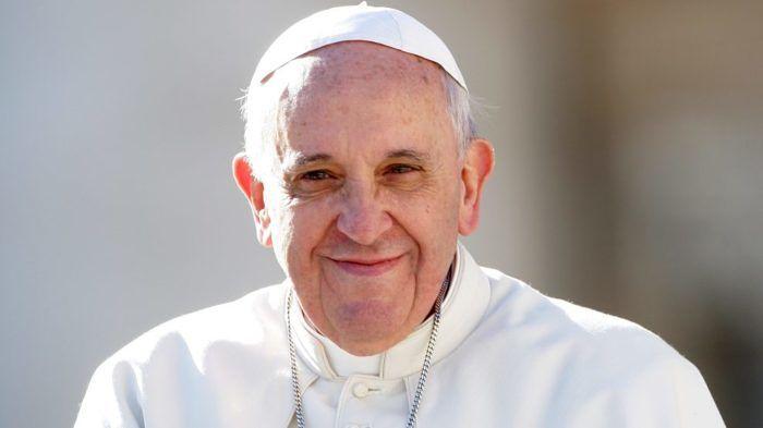 Avezzano, post contro il Papa: assessore De Cesare finisce nella bufera