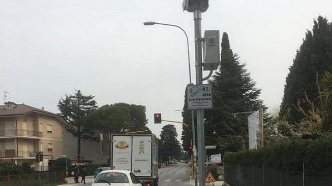 """Tortoreto, rosso semaforico sulla Statale: oltre 300 gli automobilisti """"sanzionati"""" dalle telecamere"""