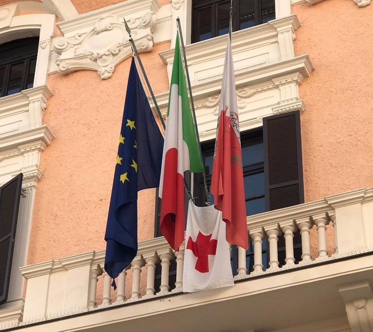 Teramo, Giornata della Croce Rossa: sul Comune sventola la bandiera della CRI