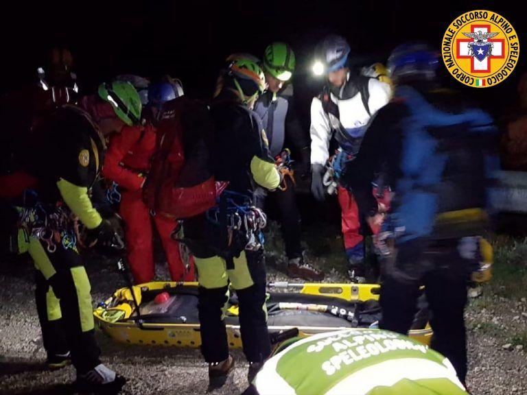 Si frattura una gamba nella forra dell'Avello: soccorsi all'opera FOTO VIDEO