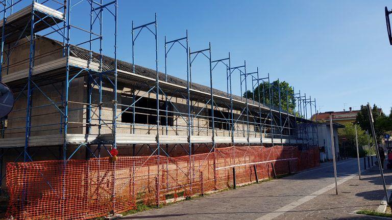 Montesilvano, via Roma: parte la rimozione dell'eternit dal capannone
