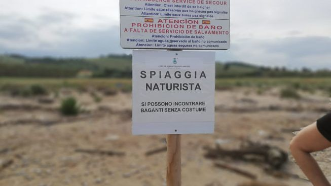 Roseto, la spiaggia per nudisti al Borsacchio: 'rimossi i cartelli abusivi'