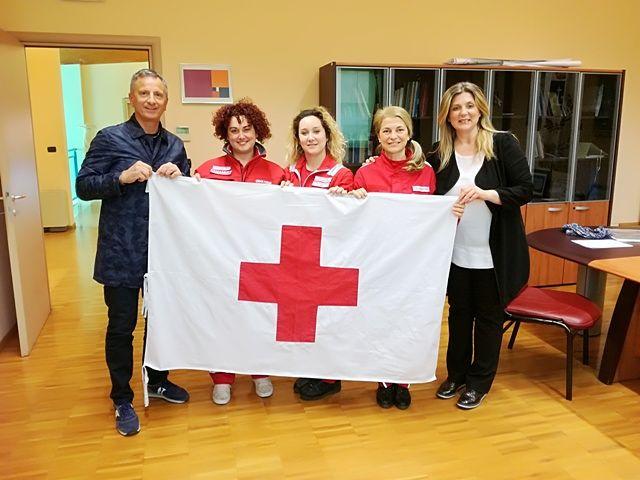 San Giovanni Teatino, la Bandiera della Croce Rossa consegnata al Sindaco Luciano Marinucci