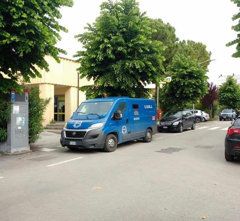 Tortoreto, rapinatori armati assaltano il portavalori nell'ufficio postale