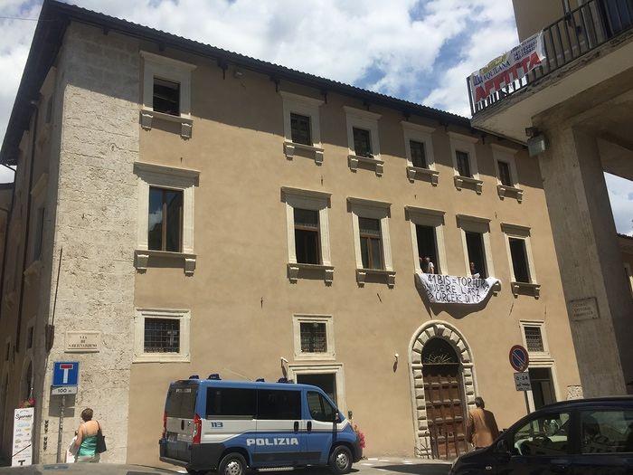 L'Aquila, protesta degli anarchici per due detenute