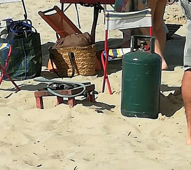 Cologna, al mare con la bombola del gas sotto l'ombrellone FOTO