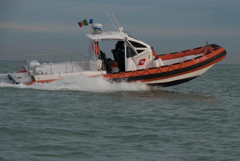Giulianova, marittimo accusa un malore sul peschereccio: soccorso dalla guardia costiera