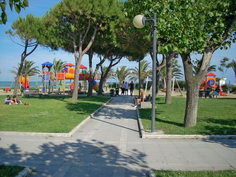 """Alba Adriatica, per le feste di Pasqua il sindaco """"chiude"""" tre parchi pubblici"""